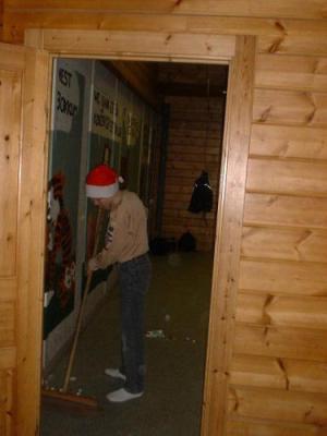 Op 15 en 16 december 2001 zijn de verkenners van Impeesa op pad geweest naar De Lier. Na een barre fietstocht door de ijzige kou kon iedereen zich opwarmen in het groepshuis.  Foto's zijn genomen door Bob.